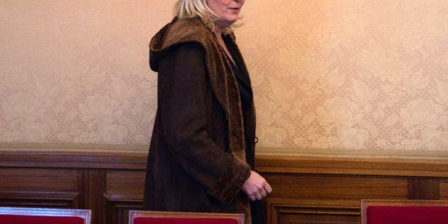 Conseil constitutionnel: Marine Le Pen demande la démission de Debré, le
