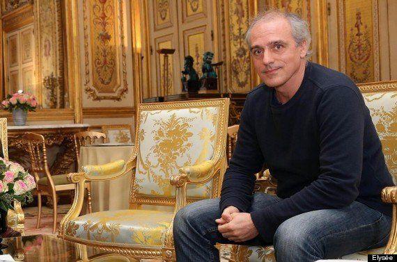 PHOTOS. Philippe Poutou, en jean et baskets, reçu par François Hollande à
