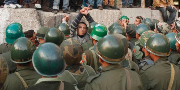 Égypte: Mohamed Morsi confie la sécurité à l'armée jusqu'au résultat du référendum sur la