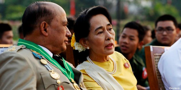 Aung San Suu Kyi, opposante birmane devenue politicienne, s'attire les