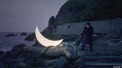 Un artiste parcourt la Terre avec sa propre