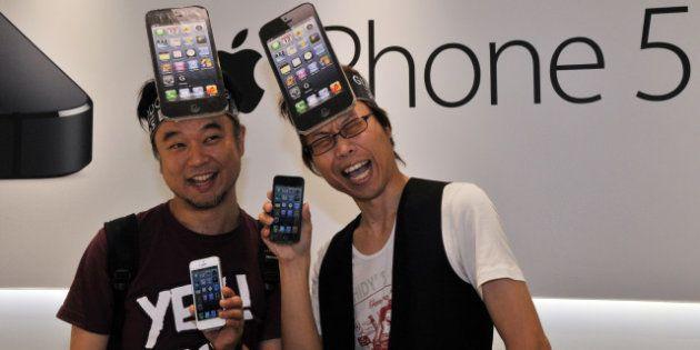 Critiques de l'iPhone 5 : le nouveau smartphone d'Apple et ses fans raillés en photos et