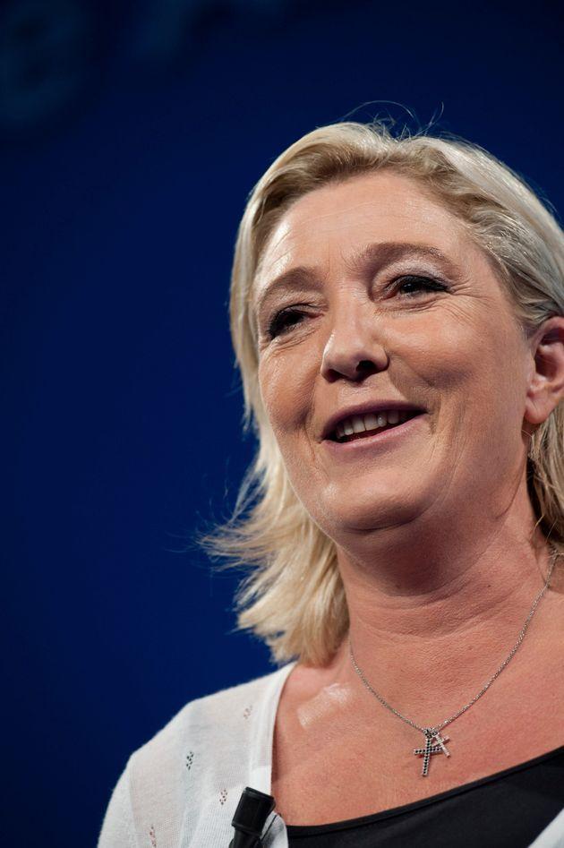 Voiles, kippas : Marine Le Pen veut interdire les signes religieux ostentatoires... Et la croix chrétienne...