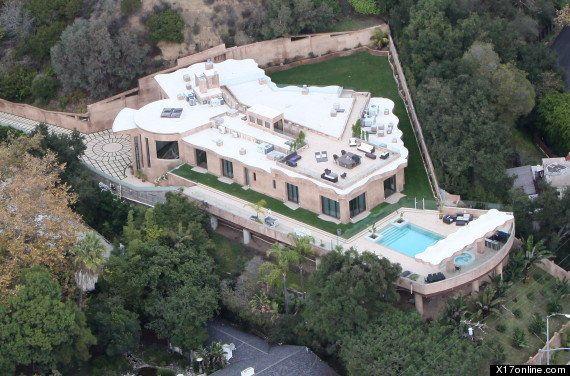 PHOTOS. Rihanna achète une maison à 12 millions de