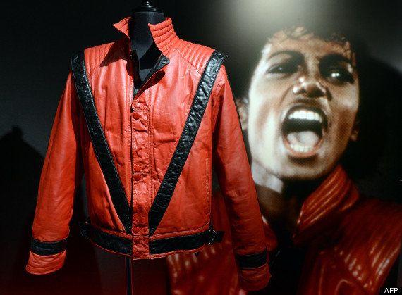 PHOTOS. Le gant de Michael Jackson vendu aux enchères pour près de 200.000