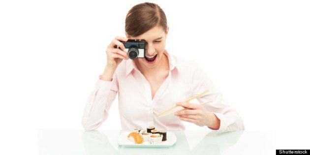 Prendre La Nourriture En Photo Pourrait être La