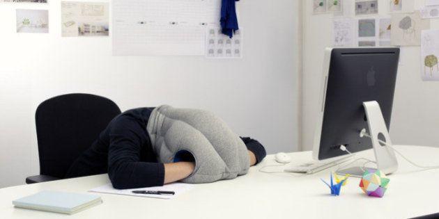Un collectif de créateurs rassemble 90.000 dollars pour concevoir l'Ostrich Pillow, un oreiller pour...