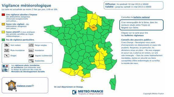 Inondations dans l'Aube: Manuel Valls classe les zones en crue en état de catastrophe