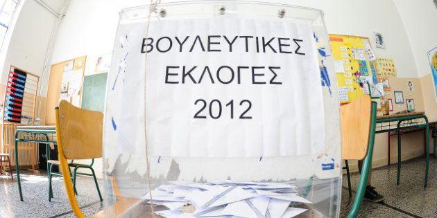 Election en Grèce: un groupe de presse évacué après le jet d'une