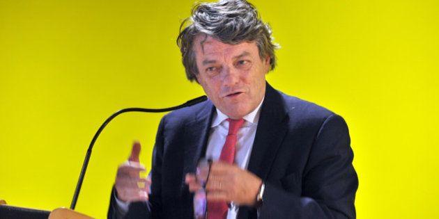 Borloo s'affirme comme le patron du centre contre Bayrou et