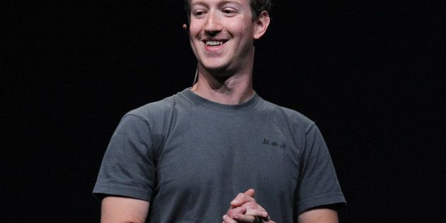 IMAGES. Mark Zuckerberg possède le même T-shirt en 20