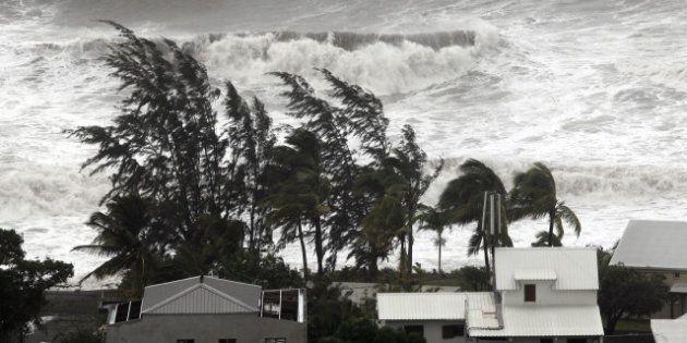 PHOTOS. Cyclone Dumile à la Réunion:60.000 foyers foyers sans électricité, les aéroports