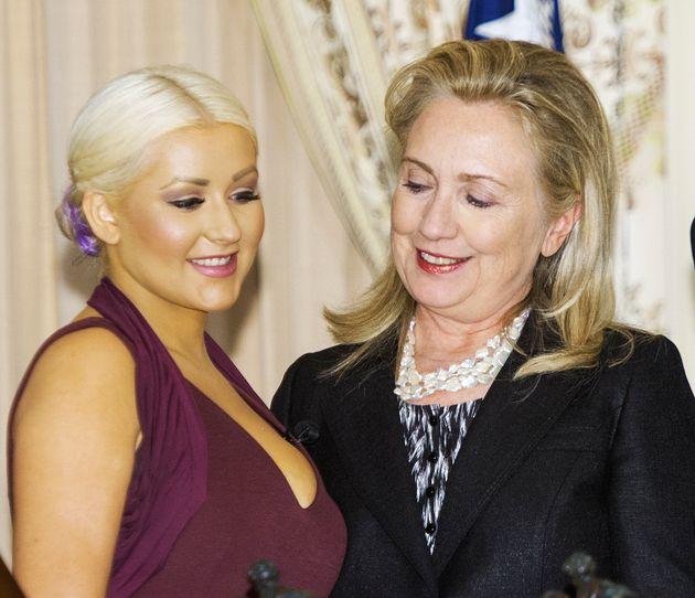 Quand Hillary Clinton reluque le décolleté de Christina