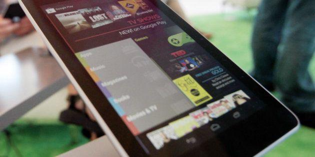 Google lance sa tablette Nexus 7, Apple fait interdire celle de Samsung aux