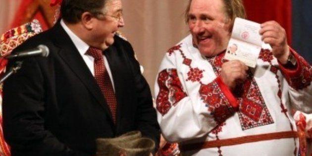 VIDÉO. Exil fiscal: Gérard Depardieu a reçu son passeport russe et a rencontré Vladimir