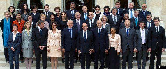 Cécile Duflot en robe verte pour la nouvelle photo officielle du gouvernement. Vous n'aviez pourtant...
