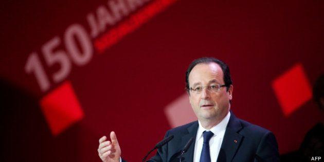 Hollande fait l'éloge du modèle allemand de Gérard Schröder, Mélenchon dénonce