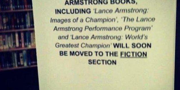 Les livres à la gloire de Lance Armstrong au rayon fiction dans une bibliothèque