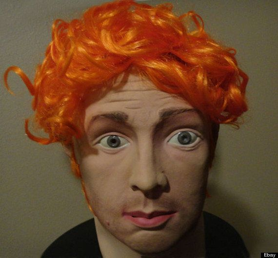 Halloween: un masque du tueur du Colorado James Holmes qui était en vente sur