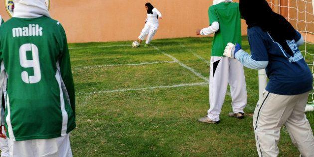 La FFF interdit le port du voile pour le football féminin en