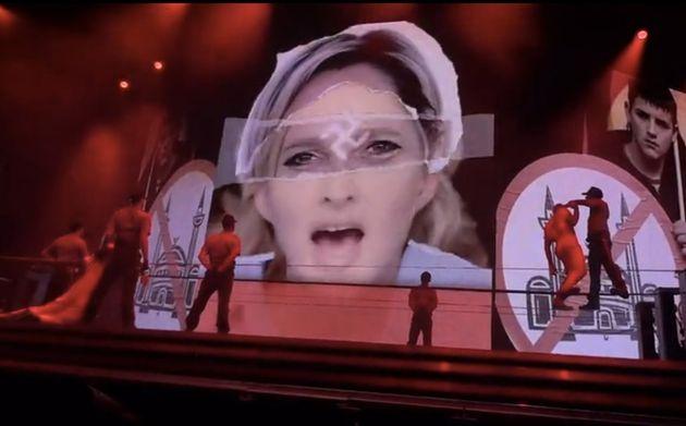 Marine Le Pen représentée avec une croix gammée au concert de Madonna au Stade de France: le FN porte