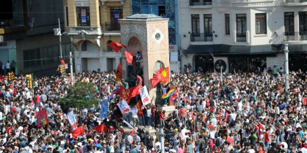 PHOTOS. VIDÉOS. Manifestations en Turquie: au deuxième jour, Erdogan lâche du lest et rend la place Taksim...