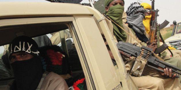 Mali: rebelles touareg et islamistes dissidents affirment contrôler
