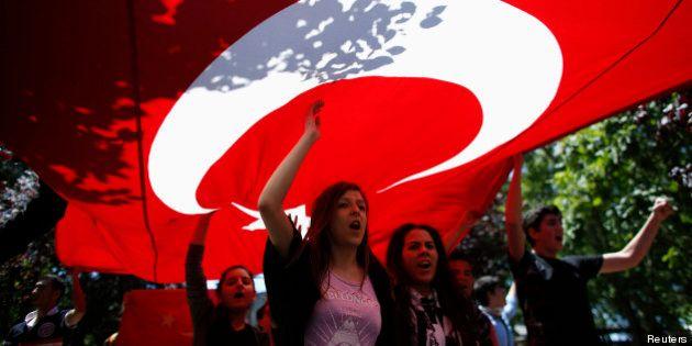 Manifestations en Turquie: malgré les violences, les manifestants maintiennent la