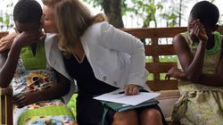 Valérie Trierweiler se rachète une image au chevet d'enfants