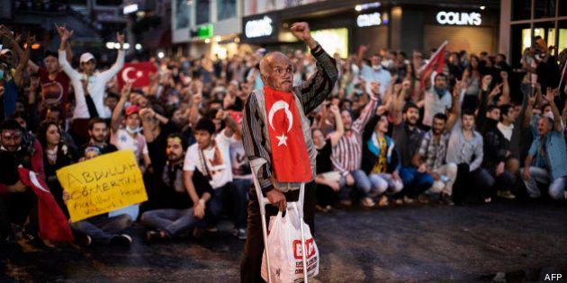 Manifestations en Turquie : la place Taksim à Istanbul à nouveau occupée par des milliers de