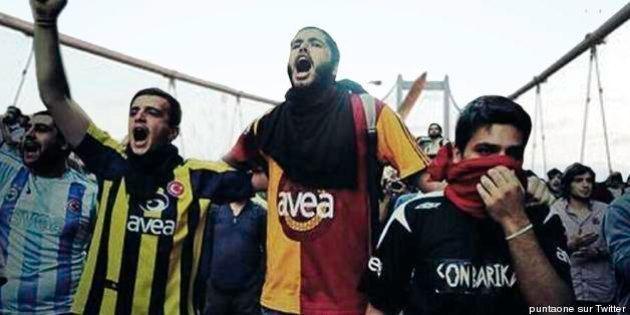 Turquie : quand les supporters de clubs rivaux d'Istanbul s'unissent contre le