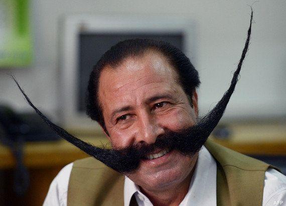 Un Pakistanais se bat pour garder sa moustache malgré les menaces