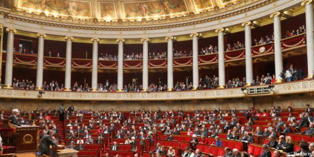 Transparence: le projet de loi adopté en commission, mais profondément