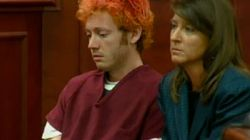 James Holmes comparaît visiblement sous