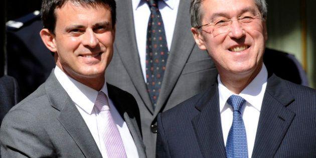 Immigration: Manuel Valls va revenir sur les critères de naturalisation instaurés par Claude