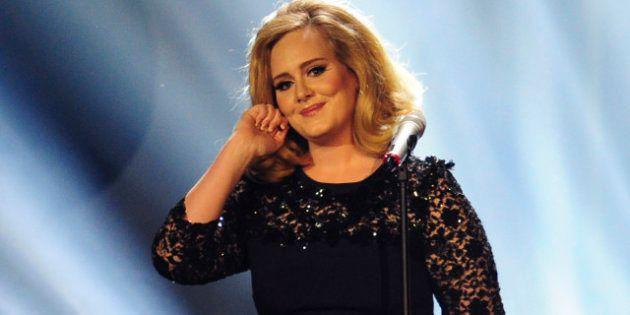 VIDÉOS. Adele consulte un hypnothérapeute pour lutter contre sa peur de chanter sur