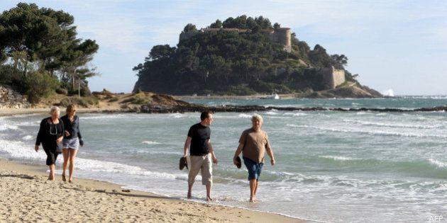 VIDÉOS. Départ en vacances pour François Hollande, Jean-Marc Ayrault, et les