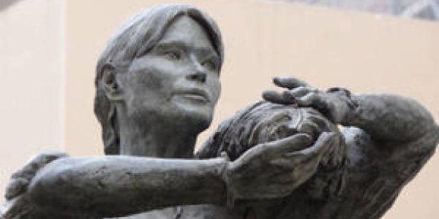PHOTOS. Nogent-sur-Marne accueille la statue de Carla Bruni-Sarkozy en ouvrière