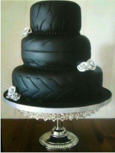 Déçue par son gâteau de mariage raté, elle le met en vente sur