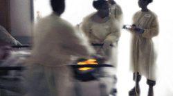 La ministre se saisit de la pétition contre les blouses d'hôpital qui laissent voir les