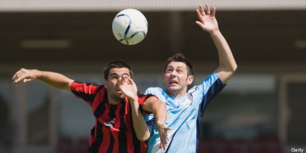 Football : jouer de la tête endommagerait le