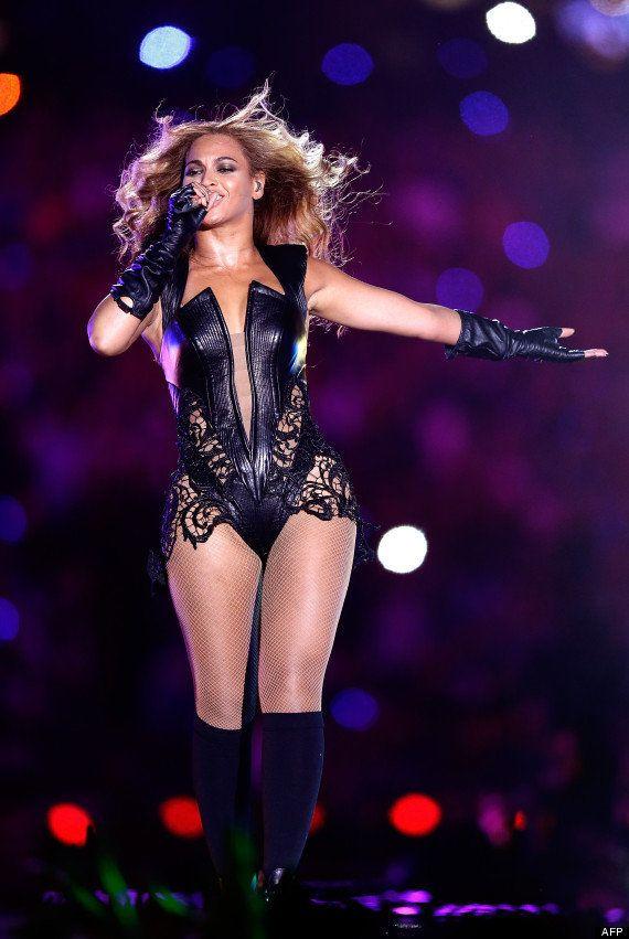 VIDÉOS. Beyoncé: la PETA critique sa tenue en iguane, python et vache lors du Super
