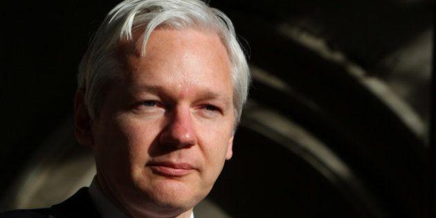 Wikileaks: l'Équateur accorde l'asile à Julian Assange, Londres menace de lancer