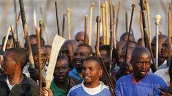 La police abat des grévistes en Afrique du