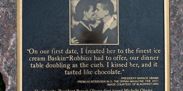 À Chicago, une plaque commémore l'endroit du premier baiser de Barack et Michelle