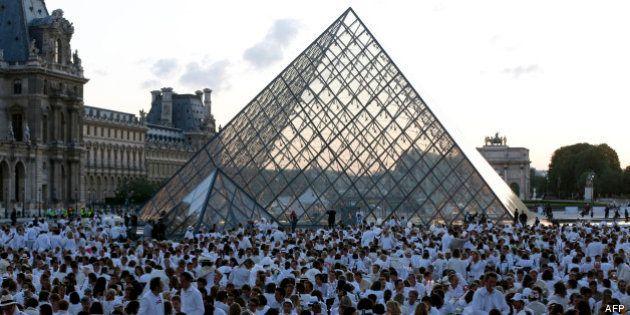 Paris: 11.000 invités pour Le Dîner en blanc 2013 au Trocadéro et au