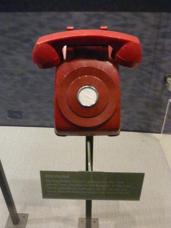 Un téléphone rouge entre la Chine et le