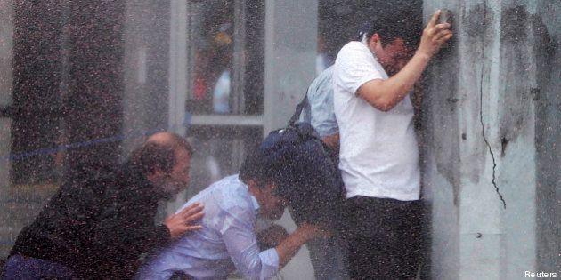 Turquie : Erdogan défend son coup de force contre les manifestants, appel à la grève