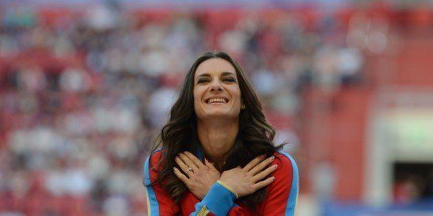 La star russe du saut à la perche Yelena Isinbayeva veut quitter son pays pour s'installer à