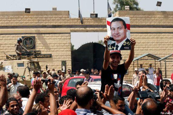 L'ancien président égyptien Hosni Moubarak sort de prison pour être assigné dans un hôpital